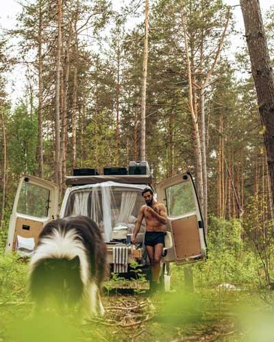 Campervan im Wald