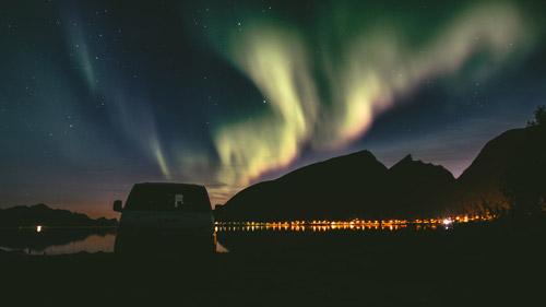 Campen unter Nordlichtern in Norwegen