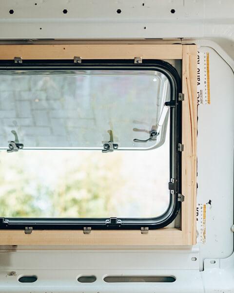 Fenster im Kastenwagen von Innen